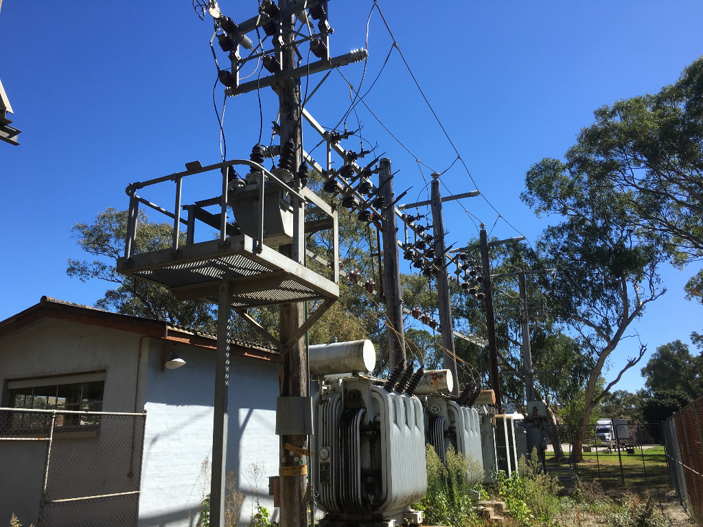 HV operator providing maintenance of outdoor high voltage embedded network in Melbourne, Australia